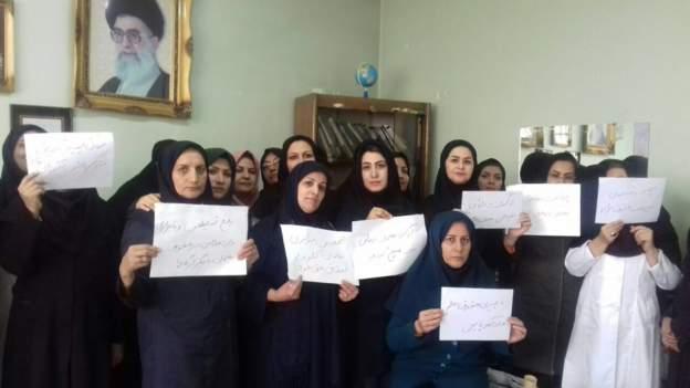 دومین روز تحصن معلمان در شهرهای مختلف ایران در اعتراض به گرانی و تورم