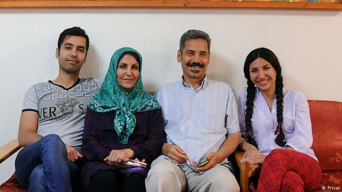 پیام تشکر عبدالفتاح سلطانی و معصومه دهقان و فرزندانشان از مردم